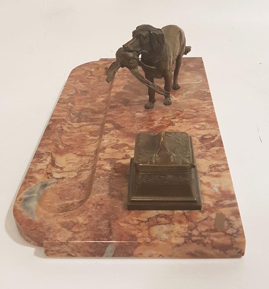 Comodini con marmo rosso : Antico calamaio con scultura cane in bronzo e base marmo beggi