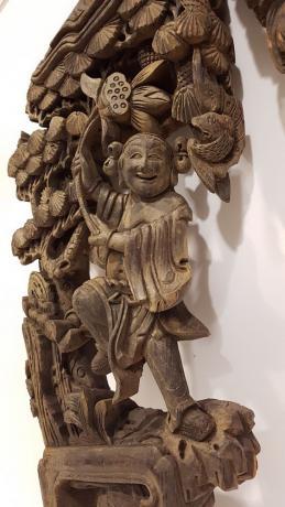 Dettaglio Coppia Ornamenti Intagliati in Legno Cinesi per Porta