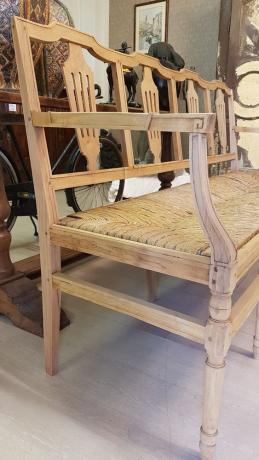 Dettaglio Antica Panca in Legno Noce e Seduta in Paglia, Luigi XVI del '700 Shabby