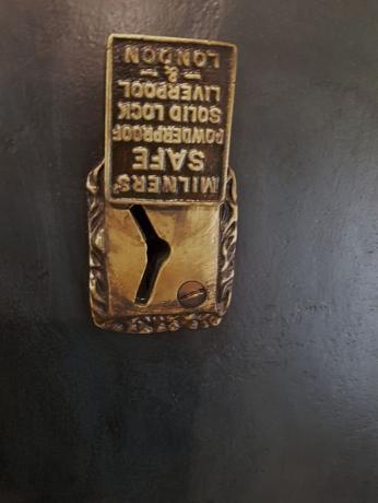 Dettaglio Cassaforte vintage inglese, Milners' Patent , originale ,a chiave di fine '800.